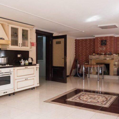 """Кухня и обеденная зона в центре реабилитации """"Шаг"""""""